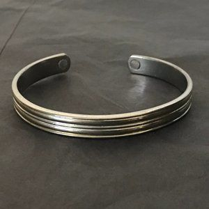 Jewelry - Silver metal magnetic therapy bracelet